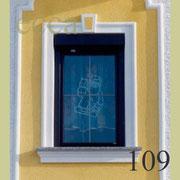 ecca Bild 109: Umrandung mit Halbrundstab, Schlusstein und Fensterbank