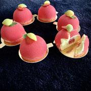 Lemoncurd-Törtchen mit Erdbeerkern im Schoggimantel