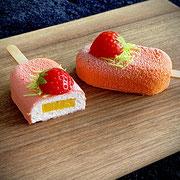 Erdbeermousse am Stiel mit Mangokern
