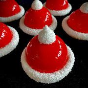 Weihnachtsmützen mit Himbeermousse