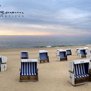 Sylter Strandkörbe bei Sonnenuntergang