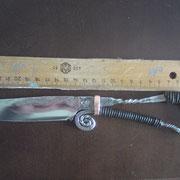 N.5.) Stahl : Federstahl, gesamt 24,5cm, Klinge 11cm, Klingenstärke 4mm- 0,3 mm an der Spitze, sehr scharf