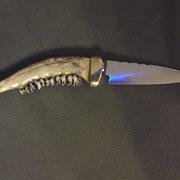 K3.) Zahnmesser, Gesamt: 23cm, Klinge:10,2cm lang, 2,5mm stark,Griff: Messing,halber unterer Kiefer eines Rehbocksmit Zähnen