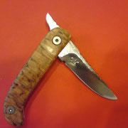 """F5,"""" Friktion Folder"""", Stahl 1.3505, gesamt: 18cm, Klinge 7,5cm, 3mm starkGriff: stabilisiertes Maserholz, mit Filework am Klingenrücken"""