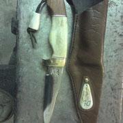 Nr.3/11, Stahl ck101,Gesamt 23cm, Klinge 10,5cm,Griff : Messing Elchhorn,Bankarai, 2,5 mm starke Rindslederscheide