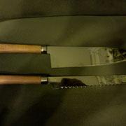 Nr,303 und 304, Küchenmesser Stahl 440B, Gesamtlänge: 32cm, Klinge:18,9cmlang , 4,2 cm hoch und 2,2mm-0,1mm stark.Griff: VA, Nußholz und redlov.