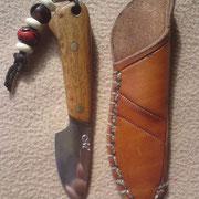 N.1.) Stahl : CK101, Gesamt 11,5cm, Klinge:5,2cm 3,4mm stark, Griff :Holz(Fundholz aus Italien), Messingpins, Fangriemenöse.