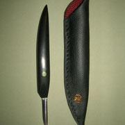 Nr.9/11 Michela´s Federkielmesser, Stahl: 1.2842 , gesamt: 18,5cm, Klinge 4,8cm lang, 1,5mm stark, einseitiger Anschliff,Griff: schwarzes Ebenholz mit Mosaik pin, gefütterte Lederscheide