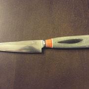 K1.) Küchenmesser aus C70, gesamtlänge 23cm, Klinge11cm,stärke:2,2mm auf 0 ausgeschliffen,Griff: Vulkanfieber schwarz und weiß, selbst hergestellte Mikarta in Orange/weiß und grün/schwaez
