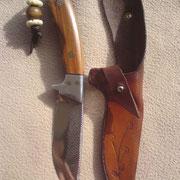 N.2.) Stahl 1.2008 ( Feilenstahl), gesamt 22cm, Klinge:10,5cm lang, 5mm stark,Griff: Alu, Blutbuche, Mosaikpin und Lineguard, handgenähte Rindslederscheide