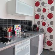 Cuisine:plaque de cuisson-micro onde-grille pain-cafetière électrique-fer à repasser