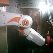 Robot de service d'un tour automatique