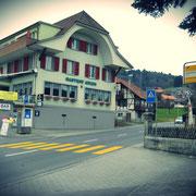 UHU-Lotto, Restaurant Gasthof Adler Mühlethurnen, Bus-Station direkt vor dem Gasthof