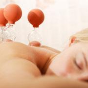 Massage-Therapie durch Schröpfen