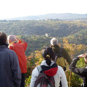 Overview of the reserve with ruins of medieval castle - Panoramica sulla Riserva con gruppo guide ambientali