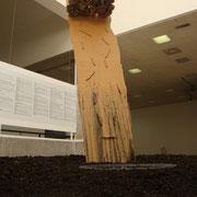 toboggan. hauteur: 2,50 m, diamètre:2,50 m.( bois, corde en chanvre, pierre de lave,béton,terre.) République dominicaine.2010.