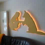 fertiges Wandbild beleuchtet schräg im Tageslicht