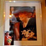 """Владелец цветочного магазина в Висбадене уже делал раньше букет для королевы Беатрикс. Foto Victoria Shkarovskaya. Репортаж """"АиФ.Европа"""" из Висбадена."""