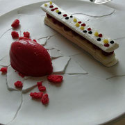 Vacherin revisité aux fraises des bois, sorbet fraise