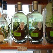 Eau de vie de Poire William's de l'Orléannais avec fruit en bouteille