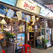 沖縄料理やアジアンフードも沢山ある