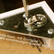 Bildaufhängersystem mit Distanzleiste auf Deha-Wechselrahmen fixiert. einrahmungen-guatelli.ch
