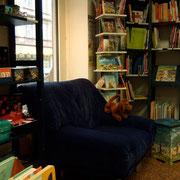 Der Sessel zum Ausruhen und Bücher angucken