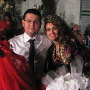 Kasabamız halkından Mukaddemlerin Acar oğlu Ersin BAYTEKİN, Bayramların Berber Tahsin in kızı Yaşar AKKIZ ile evlendi. 21/07/2011