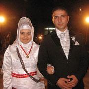 Kasabamız halkından Hacıyunusların Seyfi kızı Huriye ÖZTÜRK, Malatya lı Ahmet oğlu Hamdi YİĞİT ile evlendi.  03/08/2009