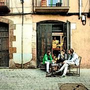 Jugando a las cartas en el Barrio del Born. Barcelona