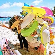 Vendedor de salvavidas e inflables en Morrocoy