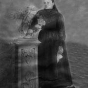 Señora Luz Juarez en su casa de Coatlinchan (mamá de doña Luz) Año:1927, RESTAURADA