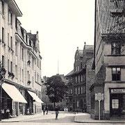 Aschersleben  11918  Bestehornstraße mit Post