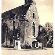 Aschersleben  1926  Reformierte Kirche mit Kriegerdenkmal