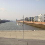 Europahafen- große Treppe am Hafenkopf  / Hansator