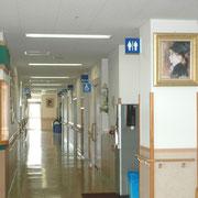 診察待合への廊下