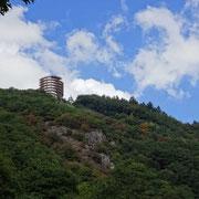 Wir wollen zur Burg Montclair auf der anderen Seite der Saar wandern.