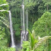 Zwei der fünf Sekumpul-Wasserfälle ...