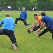 Die Trainingsgruppe von ACB-Sprung-Ass Sandra Kramer bei der Erwärmung.