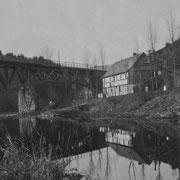 Direkt zwischen Haus und Wennefluss verläuft die Landstraße L 541