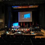 E1NS: Die Haupthalle im Kongress Palais Kassen vor dem ersten Programm