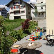 Spielturm und Spielturm mit Rutschbahn für die kleinen Gäste