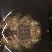 Rathaus Bremen, bulb, gespiegelt über gekipptes Stativ