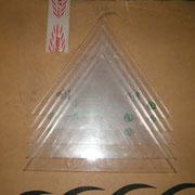Mit Stichsäge ausgesägte Plexiglasplatten, Auf Schmierung beim Sägen achten.