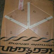Gefräste Plexiglasplatten. Aneinandergeklebt mit Kreppband. Fräskante innenliegend