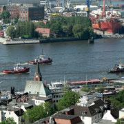 Auf der Elbe ist immer was los