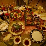 特製料理ばっかり! 鶏肉のユーリンチー和え、千葉餃子、サラダも全部うまい。 この家来たら飲み過ぎ食べ過ぎ注意やねん。