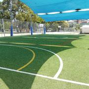 会場は地元の州立ハイスクールに新しくできた人工芝のグランド。