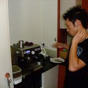 しん君の趣味、人生であるコーヒーを最新のエスプレッソマシーンで入れてもらう。