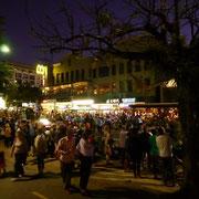 こんなに大勢の人がココに集まってたんです。